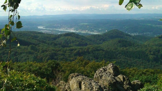 678px_oelberg_siebengebirge_vista_sur
