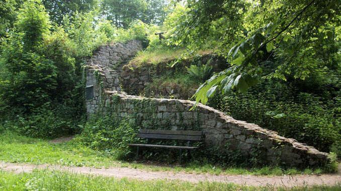 678px_rosenau_siebengebirge_ruina_medieval2